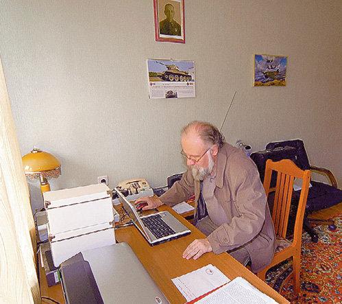 На даче в кабинете главы ЦИК висит портрет его деда - советского генерала, пострадавшего от репрессий