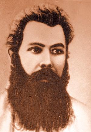 Красавец-революционер на улыбки девушек отвечал сдержанно
