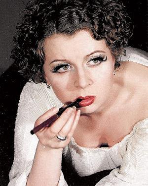 Марианна в образе писательницы Дианы Гупфле в спектакле «Признания авантюриста Феликса Круля»