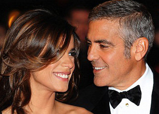 Джордж Клуни без ума от своей подруги - фото Daily Mail