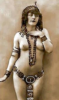 Мата ХАРИ умело завлекала мужчин, добавляя к экзотике восточных танцев элементы стриптиза