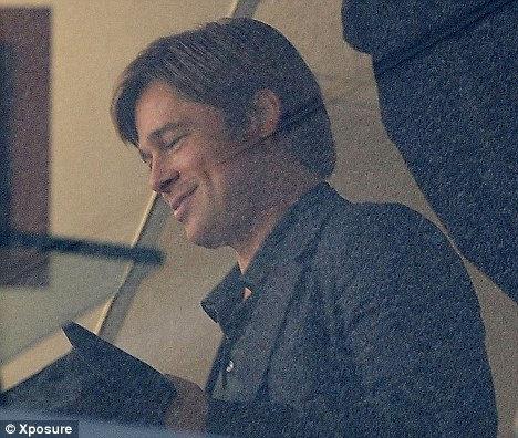 На съемках Брэд Питт появился с гладковыбритым лицом. Фото: Daily Mail