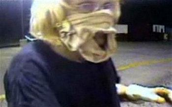 Вместо традиционного чулка Шерон Лайн использовала трусы