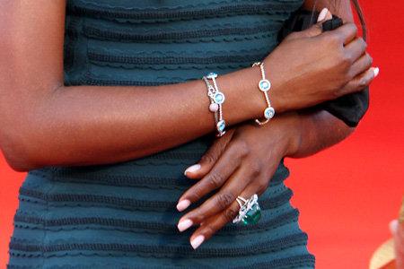 ...гармонировал с кольцом, которое ей подарил ДОРОНИН