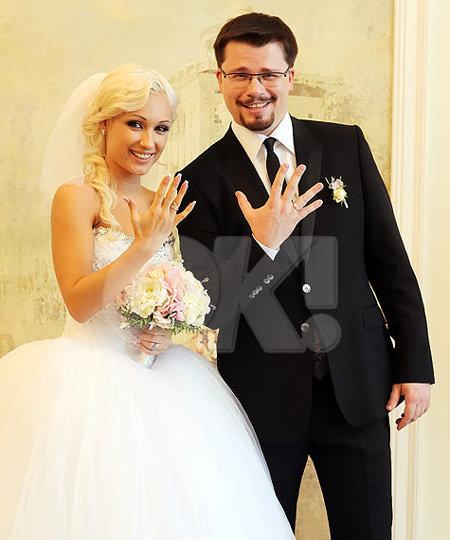 Гарик ХАРЛАМОВ отвёл свою возлюбленную Юлю под венец