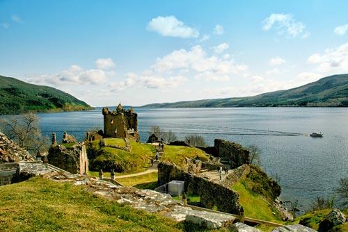 Шотландия, вид на озеро Лох-Несс. Фото: vmireinteresnogo.com