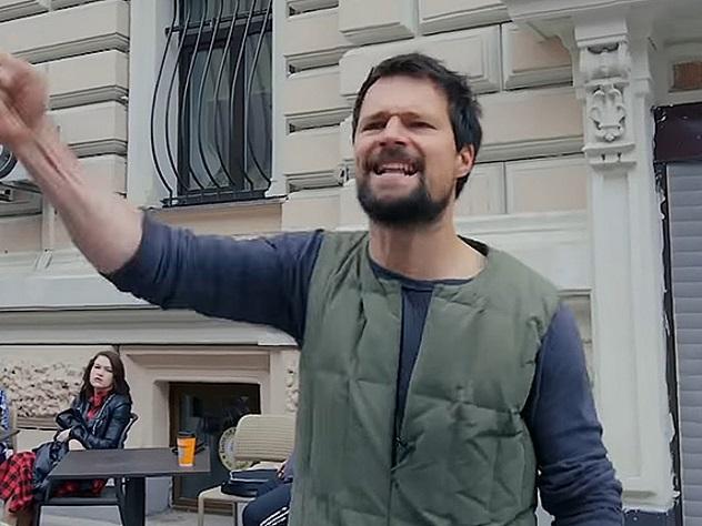 Данилу Козловского «задержали» зачтение «Гамлета» вцентре Москвы
