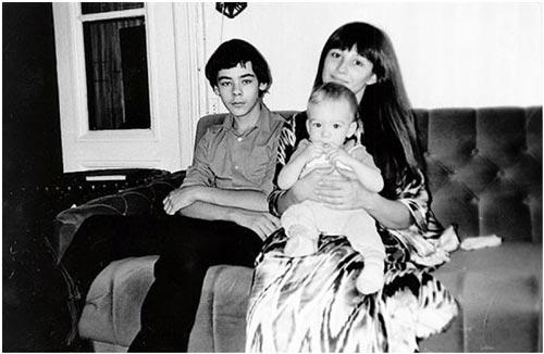 С сыновьями: 13-летним Васей и годовалым Сашей, 1986 г. Фото: kino-teatr.com