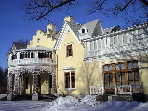 Летняя резиденция Николая I и его жены. Автор: Sergey Nemanov / wikimedia.org