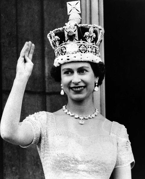 Елизавета II в день коронации, 2 июня 1953 года. ru.wikipedia.org