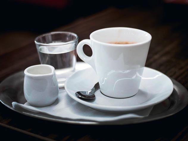 Стакан воды – лучшее дополнение к чашке эспрессо. Фото: pixabay.com