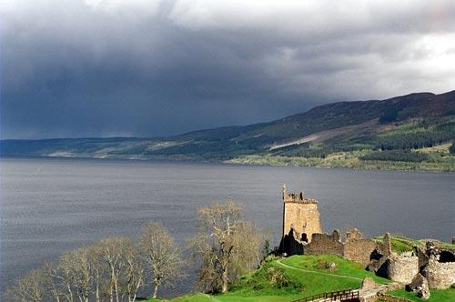 Знаменитое на весь мир озеро Лох-Несс. wikipedia