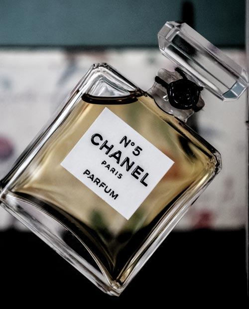 За век с лишним дизайн флакона Chanel № 5 почти не изменился. wikimedia
