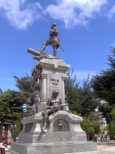 Памятник Магеллану в Пунта-Аренасе, Чили