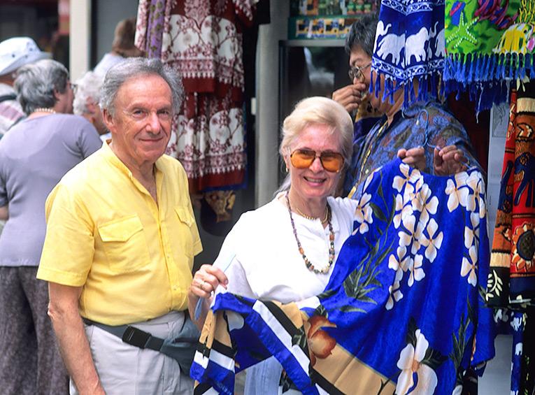 пенсионер, путешествие, шопинг