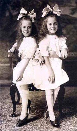 Виолетта и Дейзи Хилтон в детстве