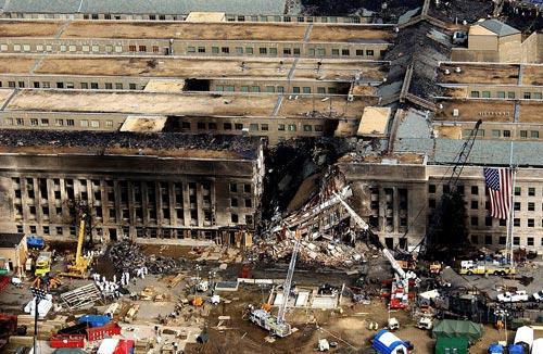 Разрушенное здание Пентагона. Автор: TSGT CEDRIC H. RUDISILL, USAF / wikimedia