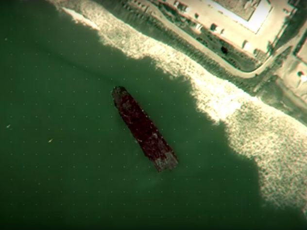 Советский корабль-призрак выбросило на берег в Калифорнии