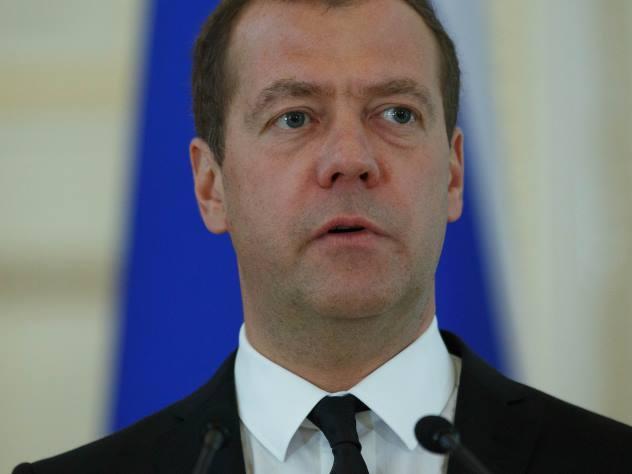 Медведев предостерег от«абстрактных призывов» вборьбе сбедностью