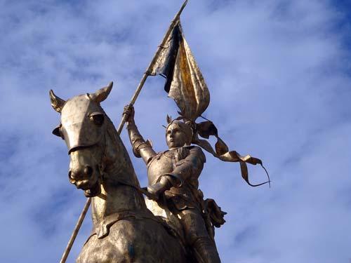 Памятник Жанне Орлеанской девственнице, Париж. pixabay.com