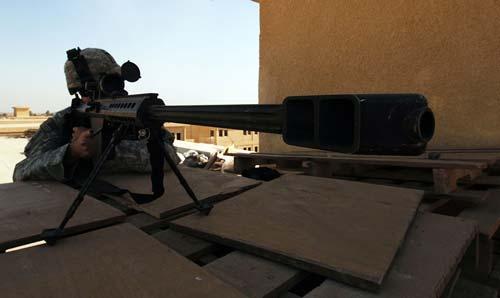 Сержант Армии США со снайперской винтовкой Barret M82 обеспечивает безопасность встречи на высоком уровне в Багдаде. Источник: wikipedia.org