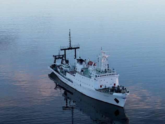 Министр обороны Российской Федерации Сергей Шойгу на своей страничке в социальной сети Instagram опубликовал видеозапись, на которой можно увидеть, как морские пехотинцы Северного флота совершают массовую высадку на необорудованное побережье.