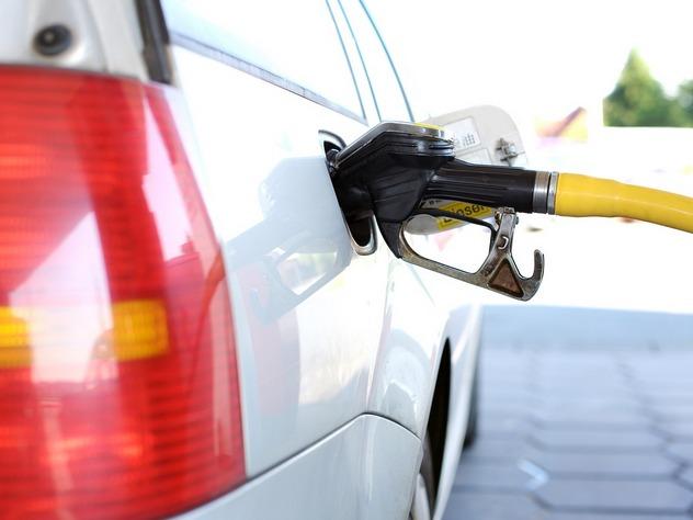 В Москве снизились цены на бензин
