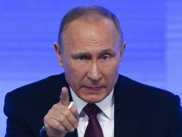Президент Владимир Путин отвечает на вопросы граждан во время прямой линии.