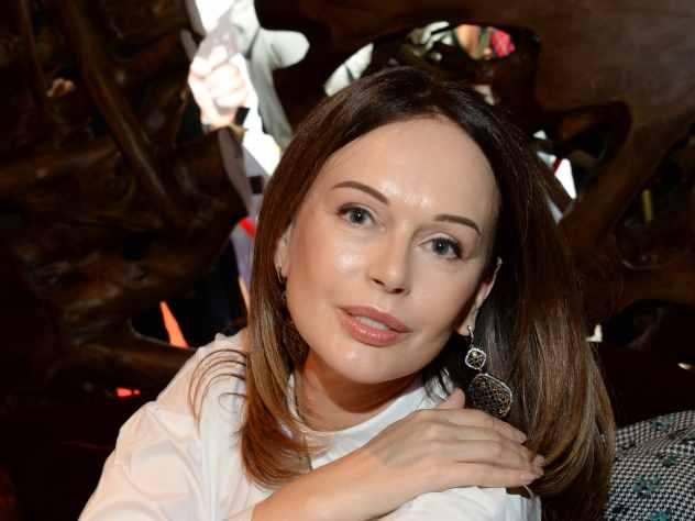 Известная российская актриса театра и кино Ирина Безрукова приняла участие в красивой модной премии Fashion People Awards. Мероприятие прошло уже в девятый раз и собрало самых стильных звёзд отечественного шоу-бизнеса.