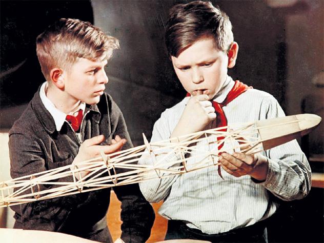 Советские школьники занимались в кружках и на уроке труда не отлынивали, поэтому и соображали намного лучше современных детей