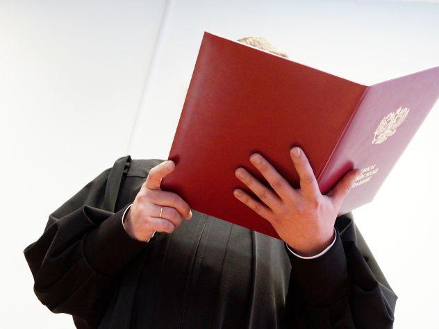 Адвокат узнал об образовании Хахалевой