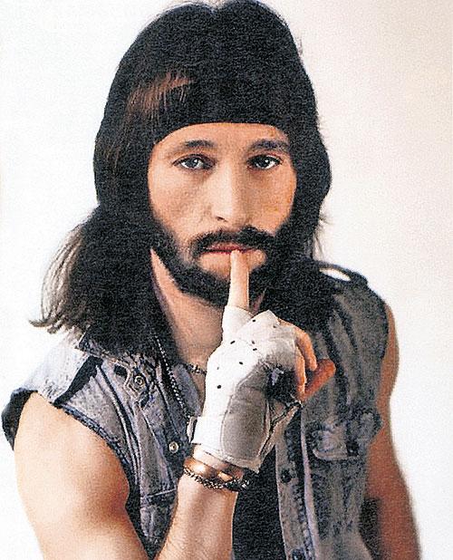Однажды Игорь летел на гастроли, и самолёт попал в грозовое облако. Люди начали волноваться, но певец сказал: «Пока вы со мной, не погибнете. Меня убьют при большом стечении народа, и убийцу не найдут». Так и вышло