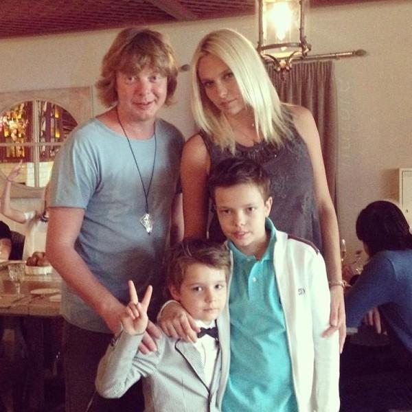 Григорьев-Апполонов с женой и сыновьями