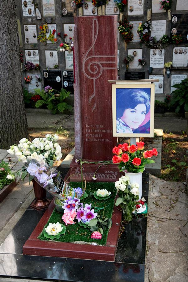 Певица упокоилась на Донском кладбище в Москве