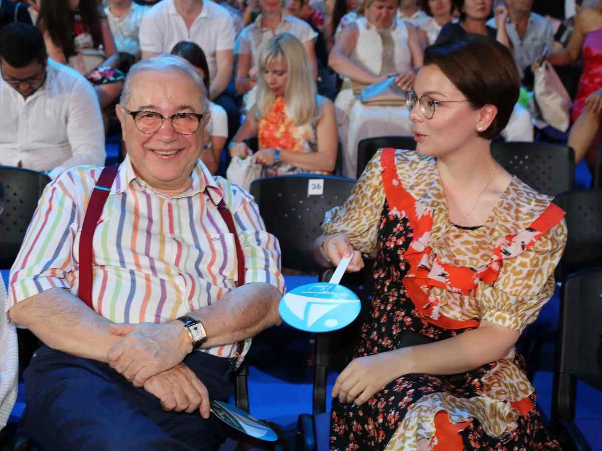 «Ваганчику надо родить сестричку!» Петросян сделал заявление, показав фото с 9-месячным сыном
