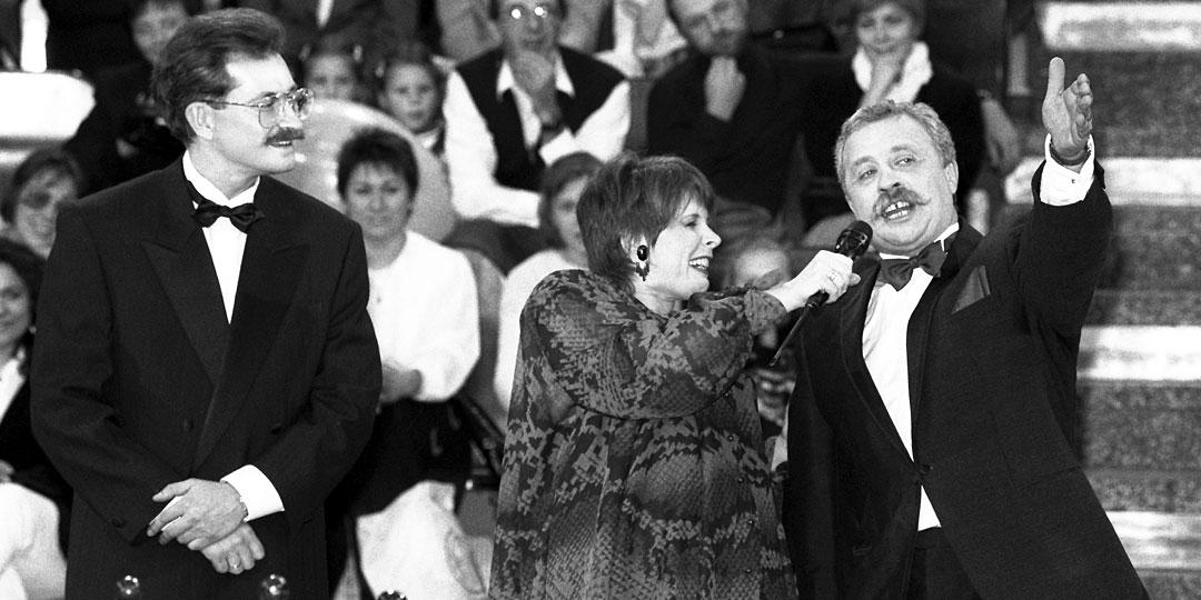 Влад Листьев передал программу в надежные руки Леонида Якубовича (на фото с Кларой Новиковой)