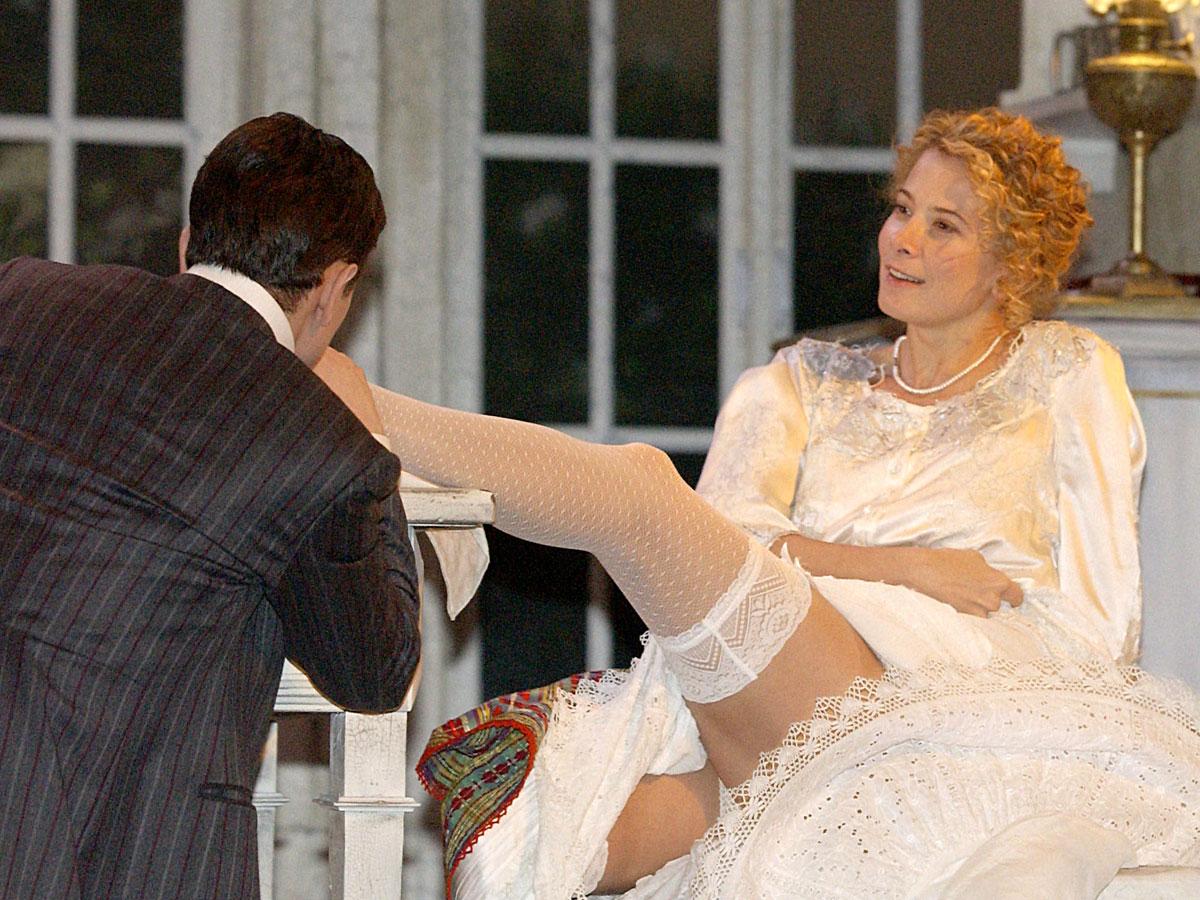 Юлия Высоцкая раздвигала ноги перед толпой мужиков